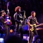 Derzeit gibt es immer mehr Corona-Benefiz-Konzertreihen. Zuletzt spielten Bruce Springsteen, Fountains of Wayne, Halsey, SZA und mehr für #Jersey4Jersey.