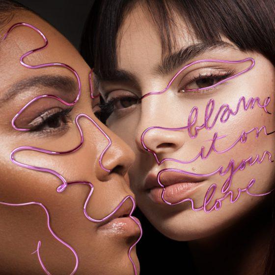 """Die Sängerin Charli XCX und Lizzo haben eine gemeinsame Single mit dem Titel """"Blame it on your love"""" veröffentlicht."""