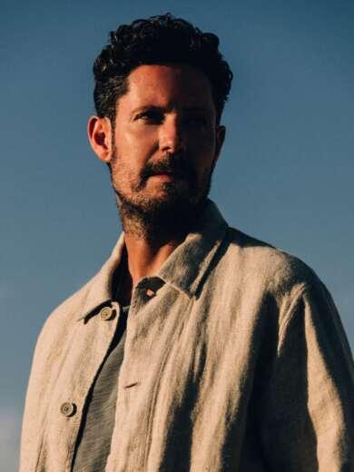 """Max Herre veröffentlicht mit """"Diebesgut"""" die dritte Single aus seinem Album """"Athen"""", das am 30. August erscheint."""