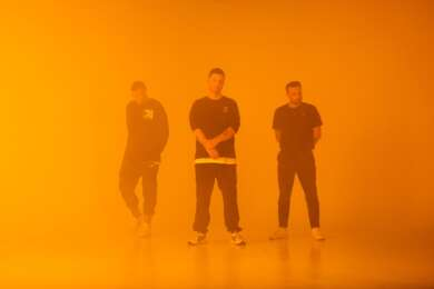 """Unter dem Namen AV AV AV finden sich drei der derzeit wichtigsten dänischen DJs zu einer Electro-Supergroup zusammen und veröffentlichen nun schon die zweite Single aus ihrem Debütalbum: """"Airplane Mode"""""""