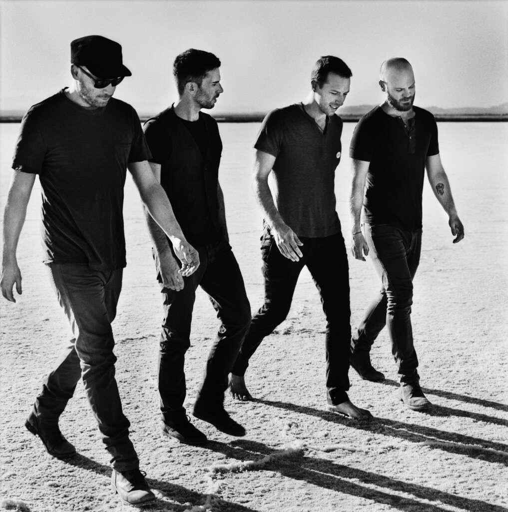 Coldplay vier männer strand t-shirts jeans