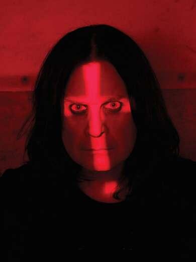 """Ozzy Osbourne kündigt sein neues Album """"Ordinary Man"""" mit der Single """"Under the Graveyard"""" an."""