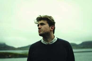 """Axel Flóvent veröffentlicht seine neue Single """"The Tourist""""."""
