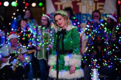 "Emilia Clarke spielt im neuen Film ""Last Christmas""."