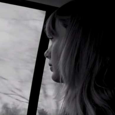 """Taylor Swift erinnert sich im Video zu """"Christmas Tree Farm"""" an ihre Kindheit – und die Anfänge ihrer Karriere"""