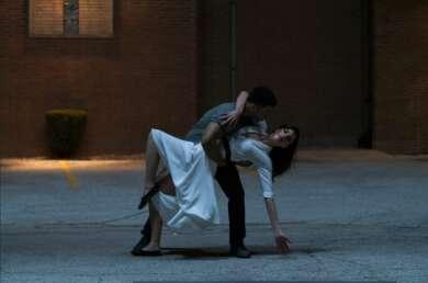 """Paul James und Callie Hernandez in der Netflixserie """"Soundtrack"""""""