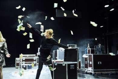 """""""Im Dickicht der Städte"""" feiert Premiere in den Münchner Kammerspielen"""