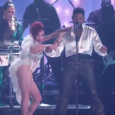 Grammys 2020: FKA twigs und Usher bei ihrem Prince-Tribut