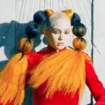 """Grimes veröffentlicht ihre neue Single """"Delete Forever"""""""