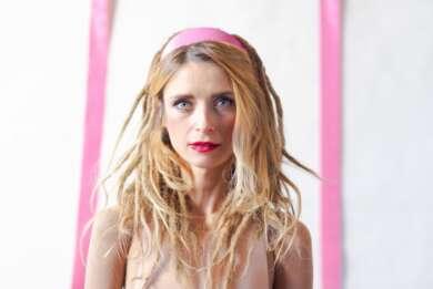 """Sarah Lesch hat ihr neues Album """"Der Einsamkeit zum Trotze"""" veröffentlicht."""