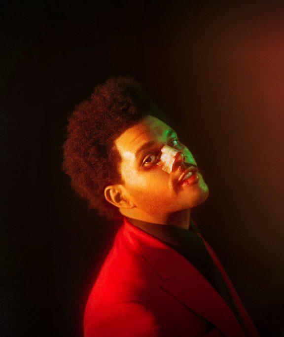 The Weeknd roter Anzug dunkler hintergrund