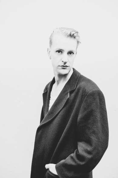 """Sebastian Janata veröffenticht seinen Debütroman """"Die Ambassadorin"""""""