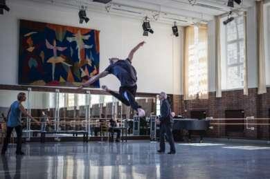 """Ghost Light"" von John Neumeier startet Hamburg Ballett."