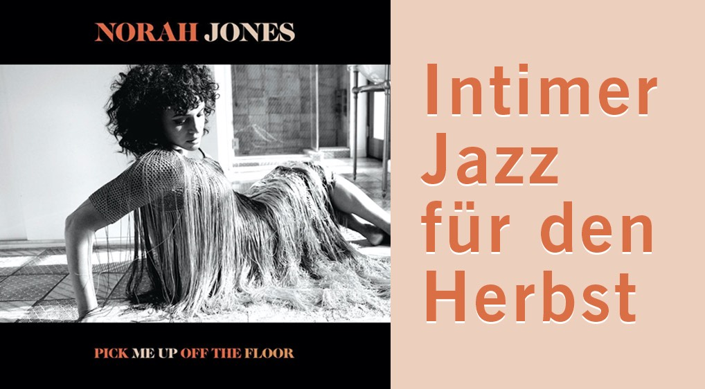 """Links: Das Albumcover von """"Pull me up off the Floor"""" von Norah Jones. Rechts: Ein einordnender Text """"Intimer Jazz für den Herbst""""."""