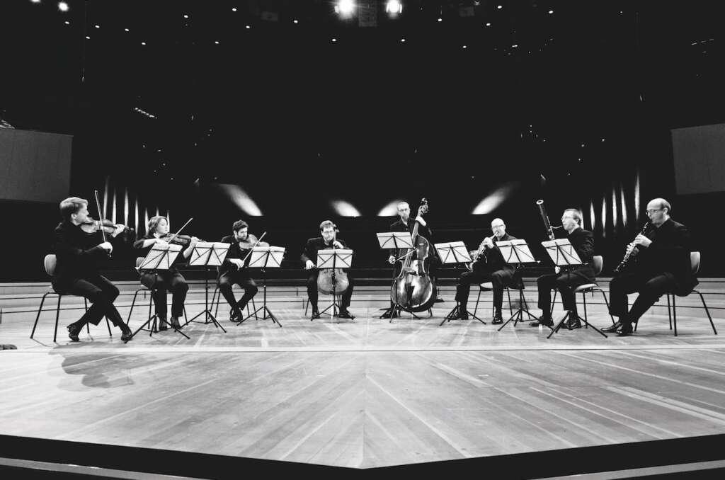 Das Scharoun Ensemble auf der Bühne.
