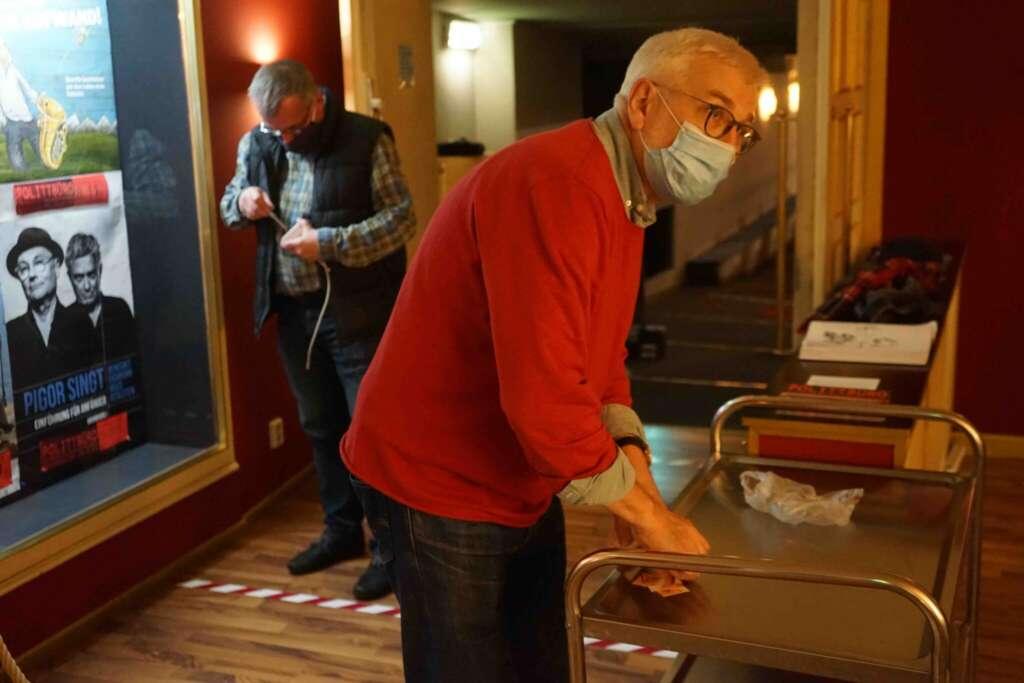 Jörg Lehmann und Roland Krüger sind im Corona-Lockdown den Viren auf der Spur.