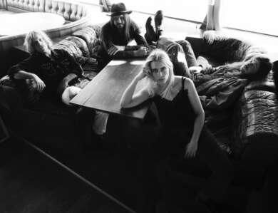 Annie Taylor mit Band