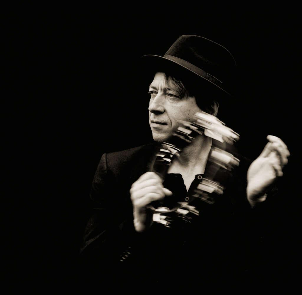 Michael Moravek mit Hut und Tamburin