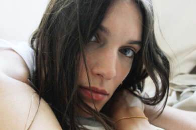 Closeup Portraitfoto von Charlotte Cardin