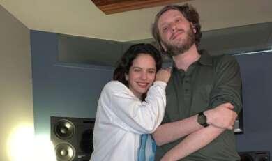 Rosalía und Oneohtrix Point Never im Studio