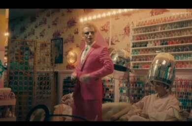 "Ed Sheeran im Musikvideo zu ""Bad Habits"""
