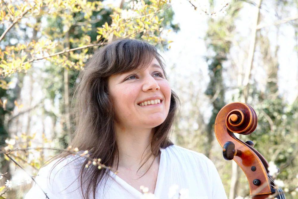 Sommer Sinne Wolfsburger Kulturwochen Frau mit Cello Natasha Jaffe