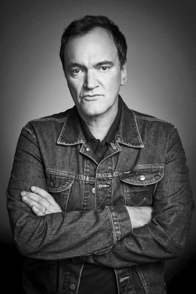 Quentin Tarantino Jeansjacke verschränkte Arme