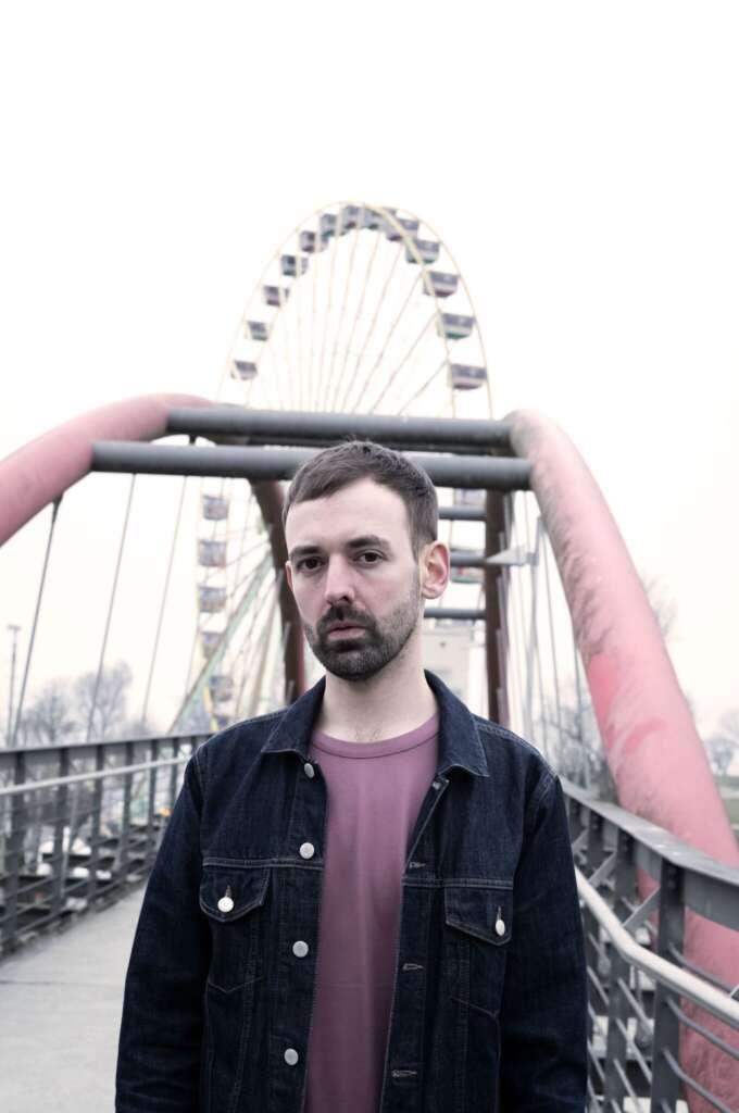 Portraitaufnahme Stefan Hornbach in Jeansjacke vor einem Riesenrad