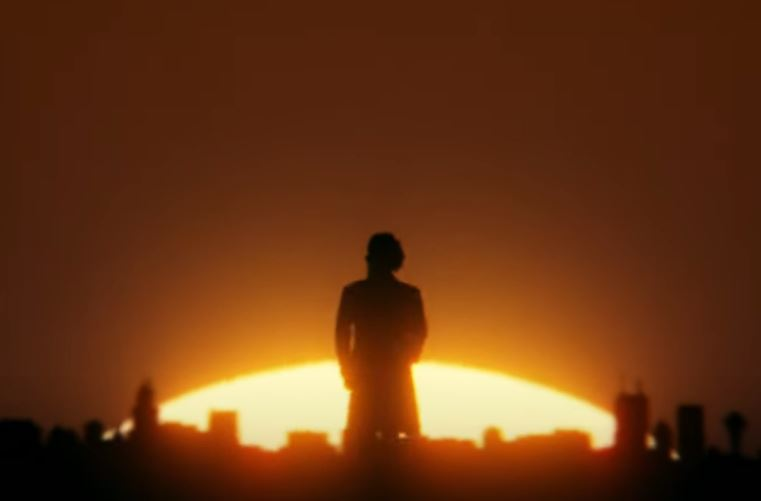 Mann Rücken zur Kamera Sonnenuntergang Skyline