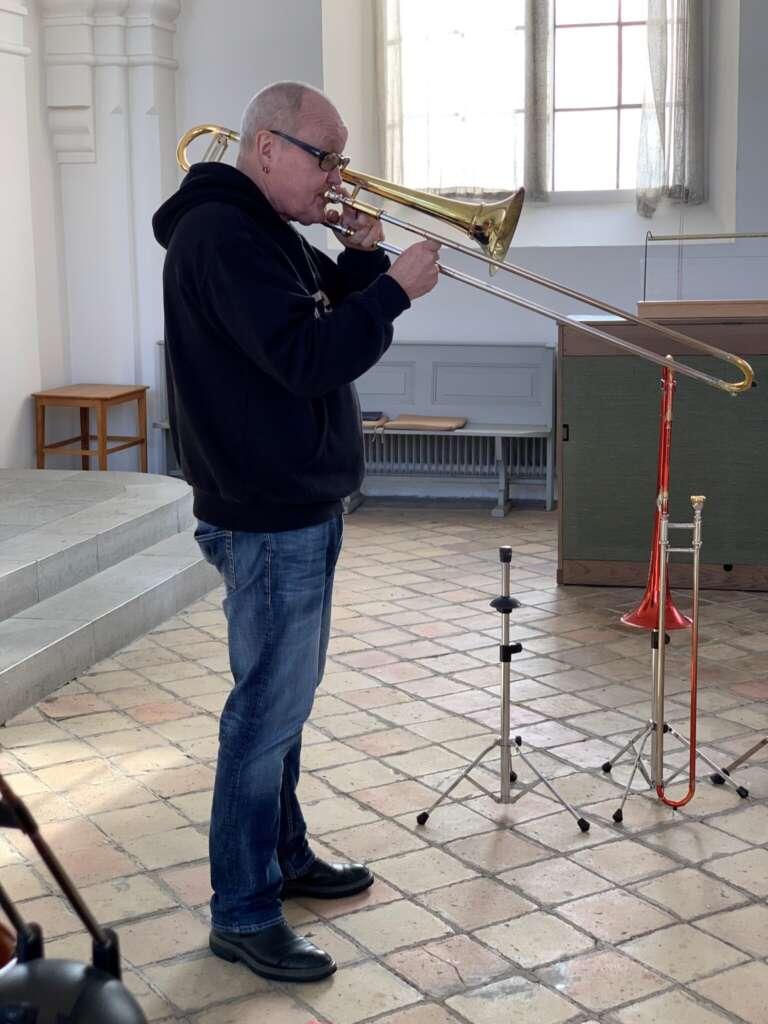 Nils Landgren mit Posaune in der Kirche