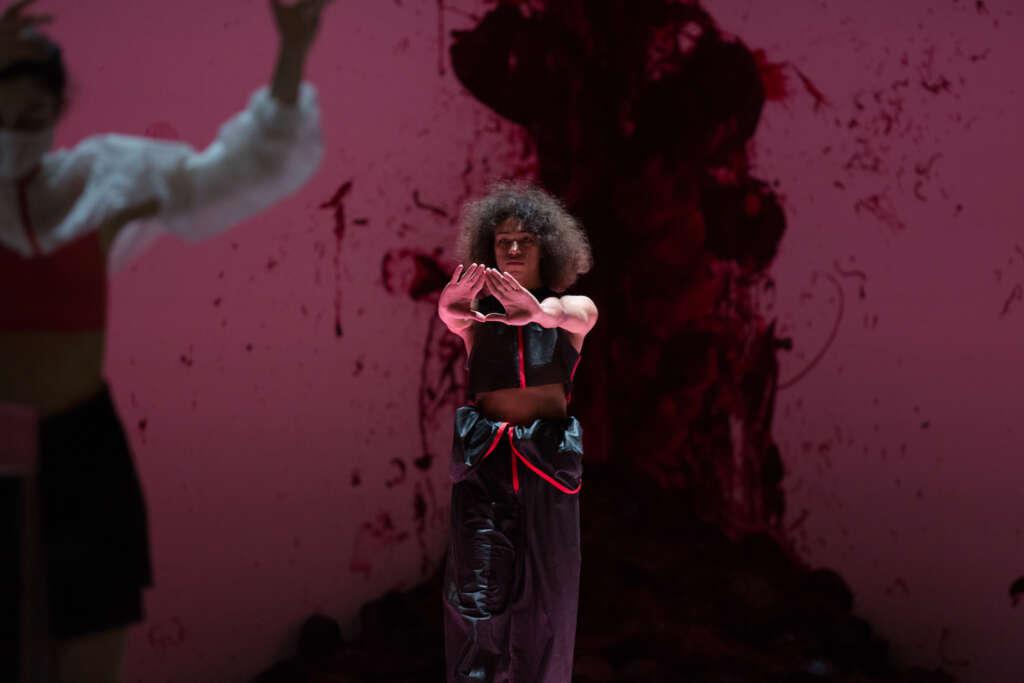 Ectopia Maria Giovanna Delle Donne, Naomi Brito Choreographie von Richard Siegal mit Shooting into the Corner von Anish Kapoor