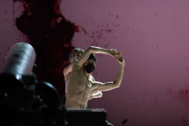 Ectopia von Richard Siegal mit Bühnenbild von Anish Kapoor
