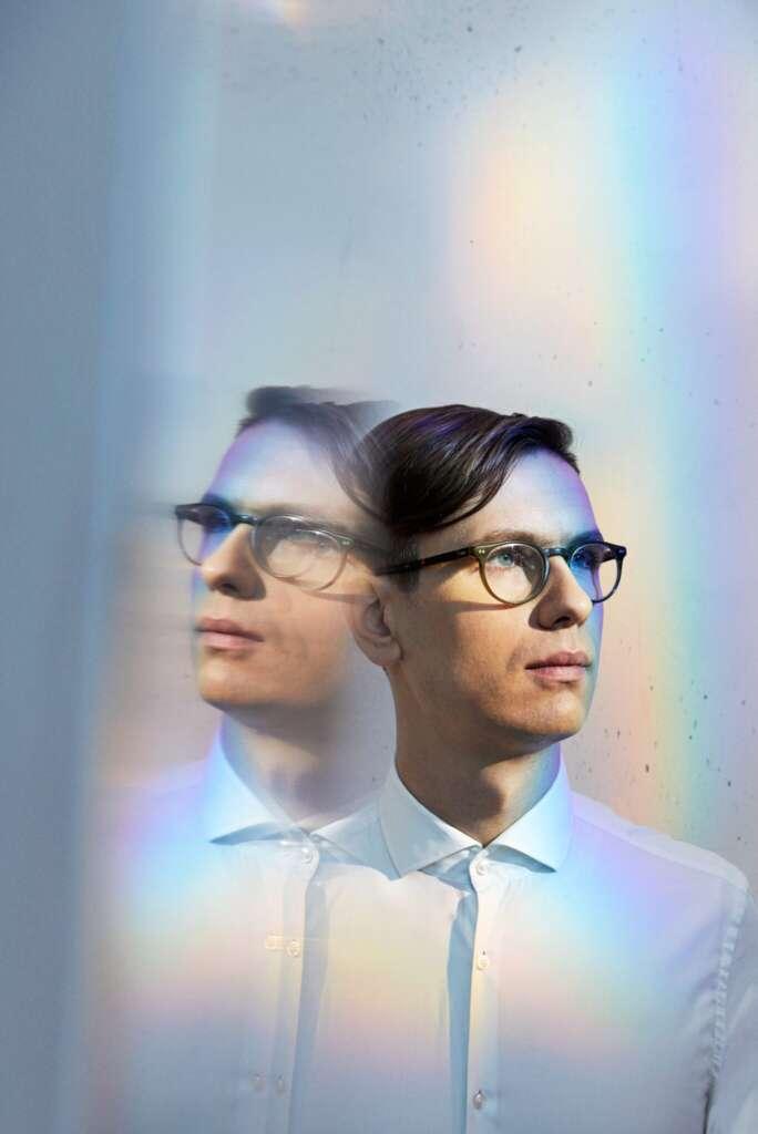 vikingur-olafsson-philip-glass-piano-works_© Ari Magg _ DG