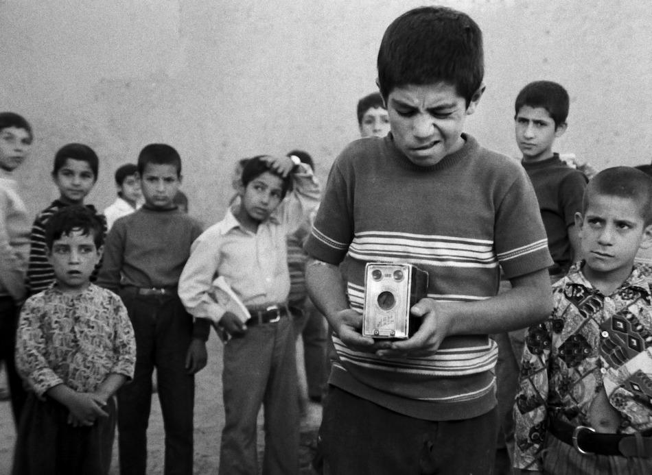 """Kinder in Iran, Filmausschnitt von Abbas Kiarostamis """"The Traveler"""""""