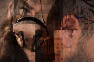 """Die Fotocollage """"sounds"""" vom FFT Düsseldorf überlagert Elemente aus dem elektronischen Musikbereich mit Menschen."""